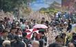 Hàng ngàn người dân Hà Nội chen chúc trong buổi sáng đầu tiên mở cửa Lễ hội hoa anh đào