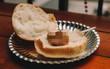 Đây là chiếc bánh trông kinh không chịu nổi mà người ta vẫn cứ ăn và khen ngon ầm ầm