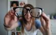 Sai lầm khi đeo kính cận mà hội cận thị cần sửa ngay để không gây tổn hại cho mắt