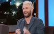 """Trong lúc vợ sinh con, Adam Levine đã phải cố """"nín"""" cơn đau bụng vì ăn quá nhiều"""