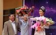 """Thầy cô trường cấp ba tặng H'Hen Niê """"siêu xe công nông"""" đúng như mong ước bấy lâu của Tân Hoa hậu!"""