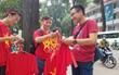 Người dân hai miền đổ xô mua cờ, băng rôn cổ vũ trận bán kết lịch sử giữa U23 Việt Nam và U23 Qatar