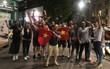 Du học sinh Việt Nam đồng loạt xuống đường chúc mừng chiến thắng U23