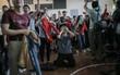 Sinh viên và loạt khoảnh khắc cảm xúc đến khó quên trong trận bán kết lịch sử Việt Nam - Qatar