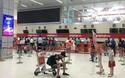 Màn hình điện tử tắt vì sự cố nhưng hành khách làm thủ tục rất trật tự tại sân bay Nội Bài