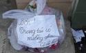 Ấm lòng với lời nhắn dễ thương trên túi rác dành cho cô lao công ở Sài Gòn