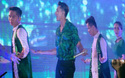 Isaac gặp sự cố rách quần trên sân khấu vì diễn quá sung