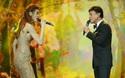 Hồ Ngọc Hà lúng túng không khác fan girl khi hát cùng danh ca Tuấn Ngọc