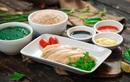 """Khám phá món cơm gà Hải Nam ngon hơn cả """"bản gốc"""" tại Singapore"""