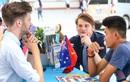 """Tân sinh viên HUTECH """"thách thức"""" khả năng tiếng Anh cùng ELC Vietnam"""