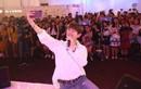 """Eric Nam bất ngờ xuất hiện tại ngày hội """"Samsung Galaxy Fan Weeks"""" trước hàng ngàn tín đồ selfie"""