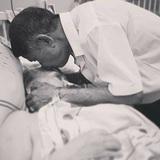 """""""Chuyện tình yêu 60 năm của ông nội sợ ma"""": Hay bị rầy la nhưng cụ ông không bao giờ quên hôn trán, nắm tay bà mỗi ngày"""