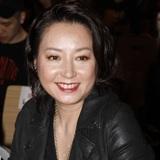 Đã một đời chồng, ngọc nữ Hồng Kông một thời bất ngờ công khai đồng tính ở tuổi 50