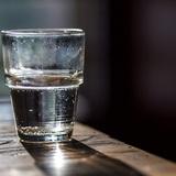 Nhìn cốc nước này, bạn cảm thấy nó thế nào, điều đó sẽ tiết lộ bạn là người ra sao