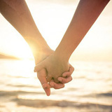 Cách nắm tay cho biết bạn là người như thế nào trong tình yêu