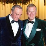 Đám cưới đồng tính đầu tiên trong lịch sử Hoàng gia Anh được cử hành trong sự chúc phúc của cả đại gia đình