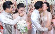 Ngọc Lan xúc động khóc, hôn chú rể Thanh Bình trong đám hỏi