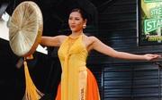 Nguyễn Thị Loan diện áo tứ thân, tự tin múa uyển chuyển tại Hoa hậu Hòa bình Quốc tế 2016