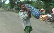 Vác thi thể vợ 10 km từ bệnh viện về nhà