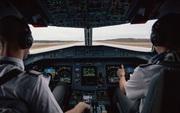 Phi công tiết lộ về về những trải nghiệm lái máy bay rùng rợn
