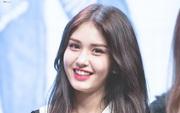 """Bị JYP """"om"""" lâu quá, bông hồng lai Somi giờ chả còn ham hố ra mắt hát hò?"""