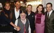 Ông Obama tình cảm, cùng con gái lớn đi xem vở diễn của nhà viết kịch vĩ đại người Mỹ