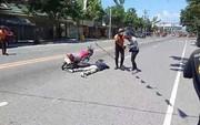 Chán hoa hồng và ánh nến, thanh niên cầu hôn bạn gái tại hiện trường tai nạn giao thông của chính mình