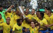 """Đánh bại """"kẻ thù không đội trời chung"""", Neymar cùng đồng đội hớn hở nâng cúp Siêu kinh điển Nam Mỹ"""