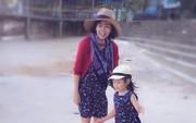 Mai Phương khoẻ mạnh hơn hẳn sau hơn 1 tháng xuất viện, tươi tắn đưa con gái về quê nội nghỉ dưỡng