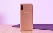 Đặt trước smartphone 3 camera Galaxy A7 nhận quà 1,7 triệu từ FPT Shop
