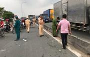 Xe tải tông 3 xe máy ở Sài Gòn, 4 người thương vong