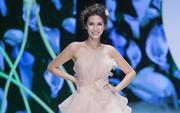 Hàng loạt mẫu váy cưới đẹp tựa cổ tích đã được ra mắt vào tối qua tại Jardin de Calla Show 2018