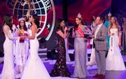 Không phải đương kim Hoa hậu Khánh Ngân, người trao vương miện trong chung kết Miss Globe là nhân viên sân khấu