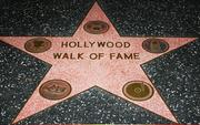 """Làm sao để được vinh danh trên Đại lộ Danh vọng Hollywood? Không phải cứ nổi tiếng là được """"in sao"""" đâu nhé!"""