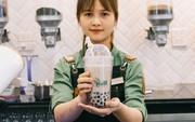 Giới trẻ Sài thành háo hức trải nghiệm trào lưu uống trà sữa One More Tea kiểu bartender