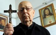 """Như thể """"The Exorcist"""" chưa đủ đáng sợ, đạo diễn phim ma huyền thoại còn làm phim tài liệu trừ tà"""