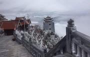 """Chùm ảnh: """"Tuyết rơi mùa hè"""" phủ trắng xóa đỉnh Fansipan đúng ngày Lễ hội Hoa đỗ quyên thơ mộng"""