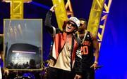Pháo hoa bắt lửa trên sân khấu khiến Bruno Mars bất ngờ tạm dừng concert
