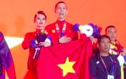 Xúc động khoảnh khắc vợ chồng VĐV đoạt huy chương vàng môn khiêu vũ thể thao tự hào hát vang Quốc ca Việt Nam trên đất Philippines