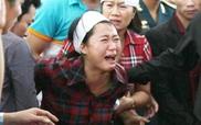 Người thân khóc nghẹn trong lễ tang các chiến sĩ phi công