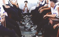 Bức ảnh chất nhất hôm nay: Khoe áo lớp xưa rồi, bây giờ trường người ta đã nâng tầm giày hiệu thế này cơ!