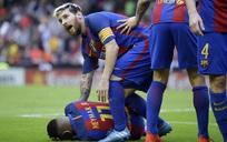 Xót xa nhìn Neymar vật vã nằm sân vì dính 'đòn thù', Messi điên tiết chửi rủa CĐV