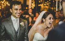 Cặp đôi đang tổ chức đám cưới, chú chó phá game từ đâu xông tới cướp dâu
