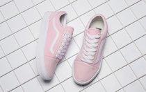 Giải mã bí ẩn đôi giày lúc màu xanh - ghi, lúc lại hồng - trắng