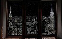 Tấm rèm cửa đục lỗ khiến bạn có cảm giác như đang sống trong penthouse nhìn xuống thành phố