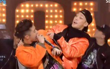 Hớp hồn khán giả với hai sân khấu VIP cực chất, iKON ôm luôn cúp