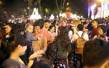Người Sài Gòn - Hà Nội thích thú đón Giáng Sinh rực rỡ sắc màu