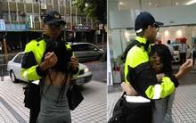 Chàng cảnh sát sẵn sàng đứng làm... gối ôm 10 phút cho cô gái thất tình