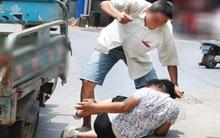 Hà Nội: Phát hiện vợ với người đàn ông lạ nằm trong nhà, chồng cầm dao truy sát tình địch