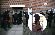 Nhìn nhầm búp bê tình dục mặc nội y là cô gái trẻ, cảnh sát vất vả cứu hộ